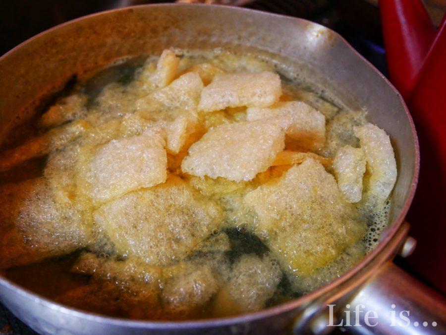 鍋に入った味噌汁