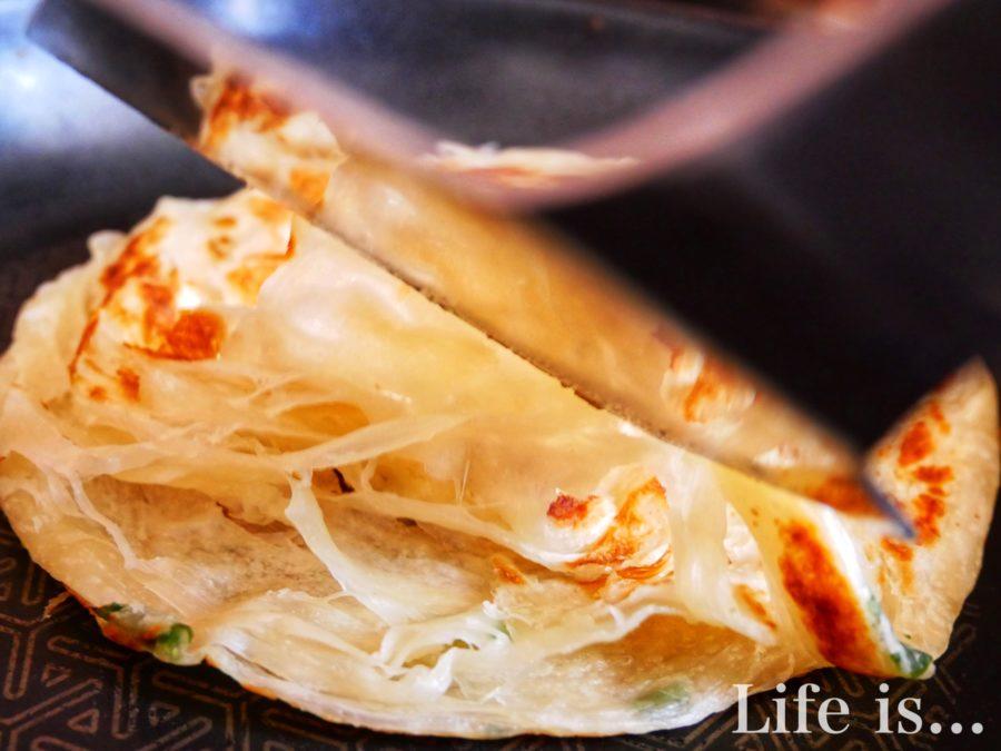 フライパンで焼く葱抓餅