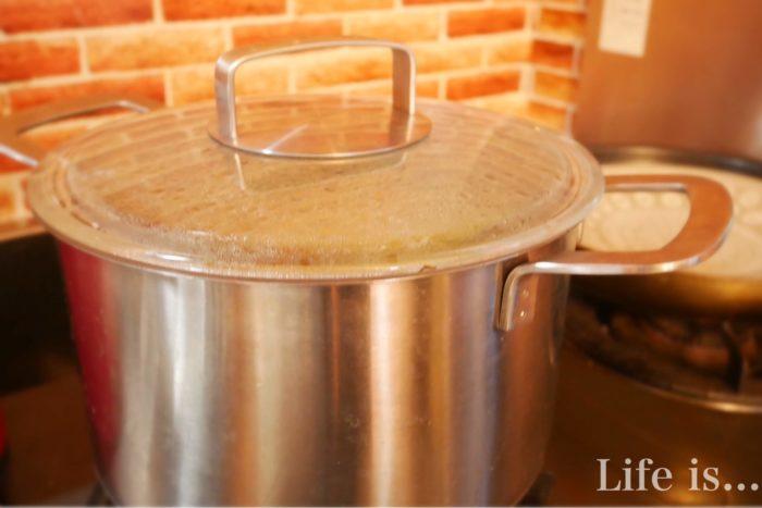 調理中の鍋